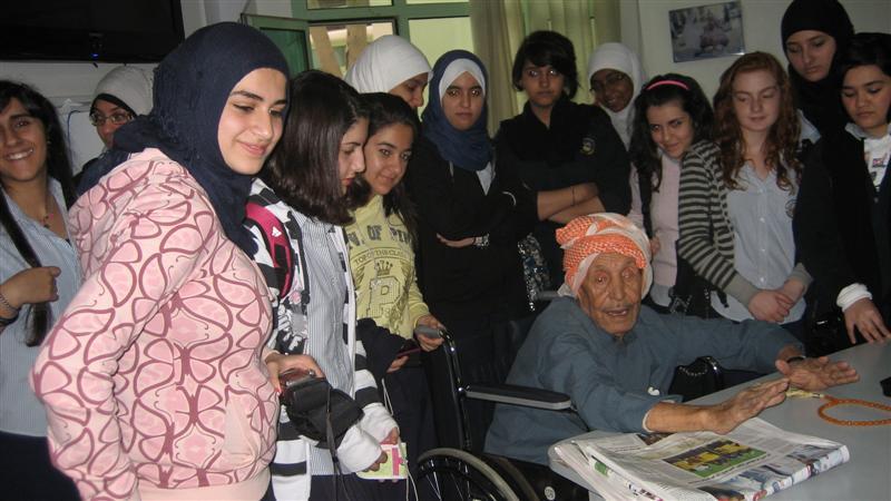 لقاء الطالبات مع المسنين